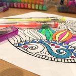 100 stylos à encre gel de couleur Chroma avec étui - Gel Pens extra large - Couleurs UNIQUES (aucune en double) – Encre de qualité supérieure glissant facilement - Parfaits pour le coloriage de la marque Chroma image 5 produit