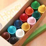 Boîte de 12 gros crayons Honeysticks 100% en pure cire d'abeille naturels et non toxiques, idéals pour les tout petits (1 an et plus) comme les plus grands, faits main en Nouvelle-Zélande de la marque Honey Sticks image 3 produit