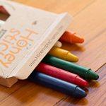 Boîte de 8 crayons fins Honeysticks 100% en pure cire d'abeille naturels et non toxiques, sûrs pour les tout petits (1 an et plus) comme les plus grands, faits main en Nouvelle-Zélande. Idéal pour l'apprentissage de l'écriture et la coordination des mouve image 3 produit
