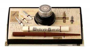 Coles Set de calligraphie avec porte-plume en bois, 5 plumes et flacon d'encre avec capuchon en étain de la marque Coles Calligraphy image 0 produit