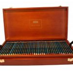 Derwent Boîte crayons de couleur pour artistes Coffret bois de 120 (Import Royaume Uni) de la marque DERWENT image 1 produit