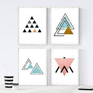 Ensemble de 4 feuilles à encadrer HAUT et BAS. Affiches de style nordique avec des triangles pour la décoration de la maison. Imprime avec des formes géométriques dans des tons pastels et bleus. Format A4. Décorez votre maison avec nos affiches de style m image 0 produit