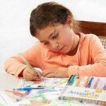 Gel Colouring Pens, Un paquet 40 stylos Super Glitter 150% d'encre en plus que dans les autres assortiments. Idéal pour rendre plus lumineux vos coloriages pour adultes et vos travaux créatifs de la marque AmazaPens image 3 produit