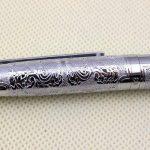 Hero luxe stylo plume 103 plein argent brillant moyen fleur de plume en relief de la marque Gullor image 4 produit
