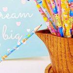 JZK® 24 x Cute Crayons de bois avec des caoutchoucs pour dessin animés pour les enfants, les fêtes de fin d'année, les sacs de fête, le cadeau d'anniversaire parfait pour Noël de la marque JZK image 2 produit