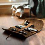 kalibri Trousse en cuir véritable - Étui vintage pour rangement crayon stylo pinceau - Pochette à rouler avec bande élastique - marron foncé de la marque kalibri image 1 produit