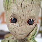 Nouveau - Pot à fleurs ou à stylos en forme de personnage de dessin animé Baby Groot, excellent cadeau pour enfant - IzyDeal® de la marque IzyDeal image 1 produit